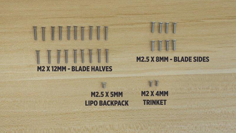 螺钉固定刀身的不同模块。