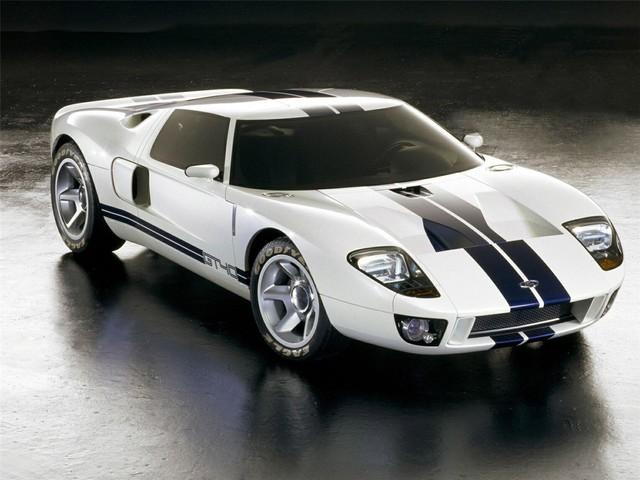 福特GT这一项目由公司的董事长兼首席执行官亨利·福特二世亲自督阵。他的目标是改变性能轿车的历史,而他的确做到了。福特GT在拉力赛中击败了世界上最优秀的赛车,包揽了勒芒24小时耐力赛的前三名。