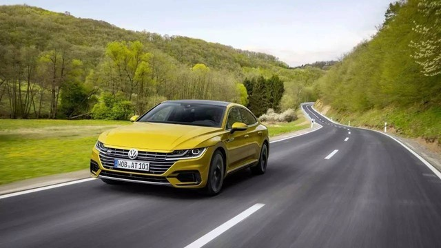 作为一台主打运动的车型,新车将延续2.0T发动机搭配7速DSG双离合变速箱,有高低功率两个版本,最大功率分别为220马力和186马力。