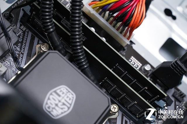 搭载酷睿i9-9900K 雷神Force T8Ti游戏主机图赏