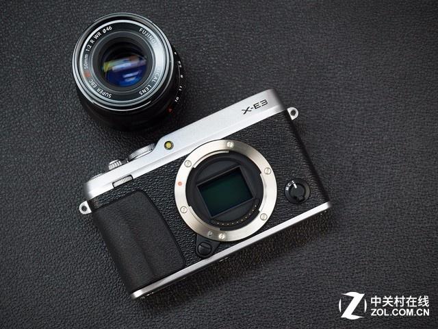 由于是工程样机,我们暂时先只介绍简单外观,至于具体相机的操控和详细设计,等市售版机型到站后,我们会详细介绍和分析给大家。